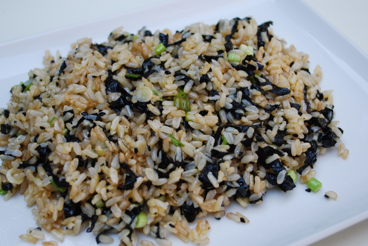 Stir Fried Brown Rice With Seaweed Amp Black Sesame Time To Cook